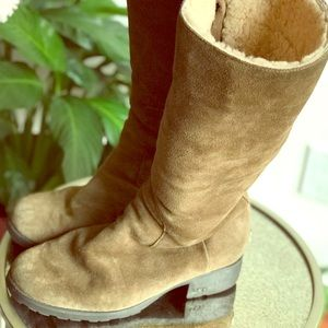 UGG zip up warm and comfortable boots